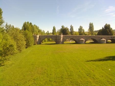 Il ponte entrando a Leon